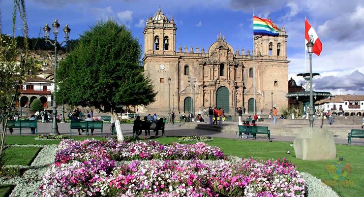 Tour a Cusco Machu Picchu lago Titicaca Plaza de Armas